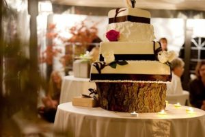A wedding cake for a ceremony at Apple Greens Golf Course